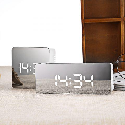 Reloj Digital LED Multifunción Efecto Espejo